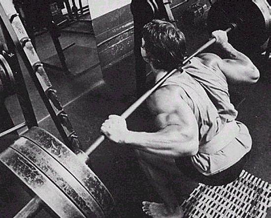 Arnold Schwarzenegger Squatting