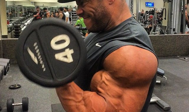phil heath lifting weights