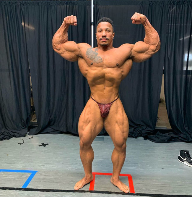 Patrick Moore physique